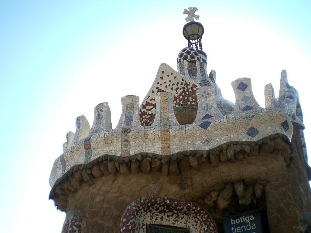 Das Dach von einem der Pförtnerhäuser