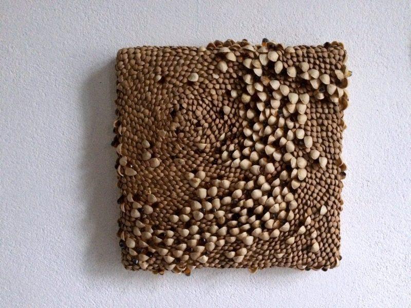 Mosaik aus Pistazienschalen und Kirschkernen © Miriam Bastisch