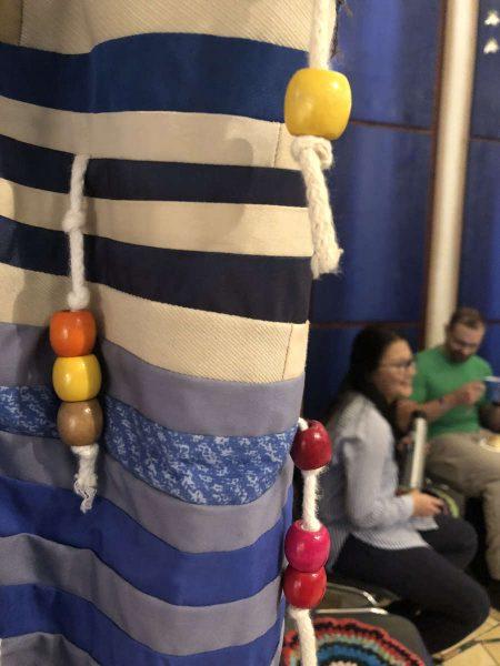 Vorhänge im Haus Israel - nach Vorbild eines Gebetsschals gefertigt